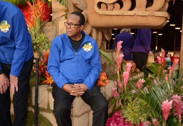 MLB Hall of Famer and heart transplant recipient Rod Carew rides the Donate Life Rose Parade Float