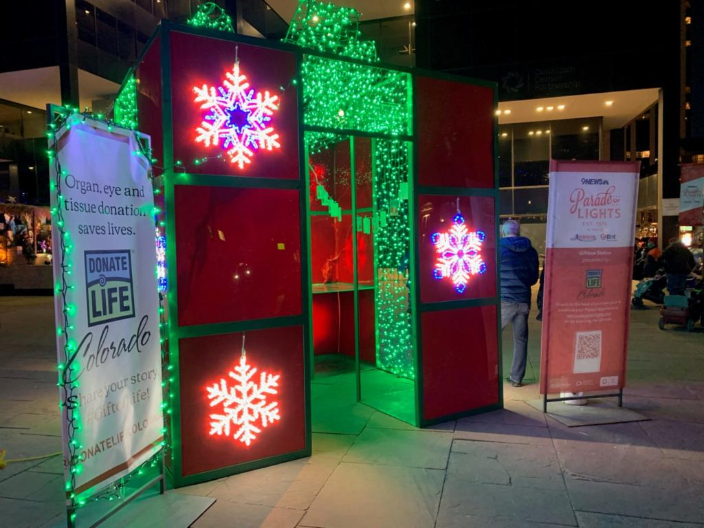 parade-of-lights-gift-box-station